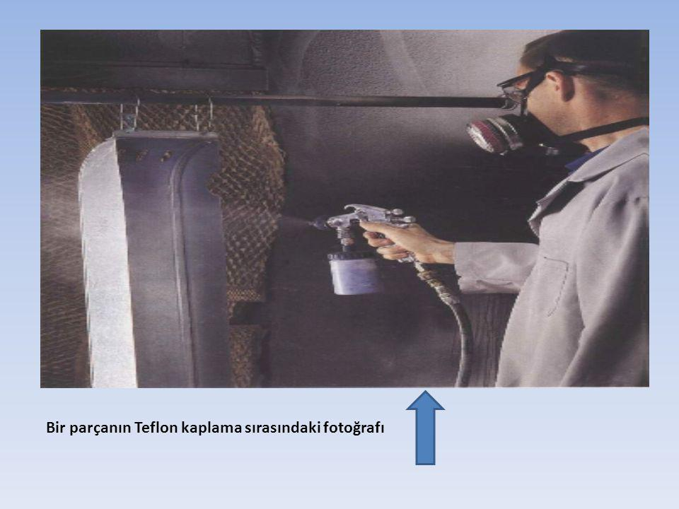 Bir parçanın Teflon kaplama sırasındaki fotoğrafı
