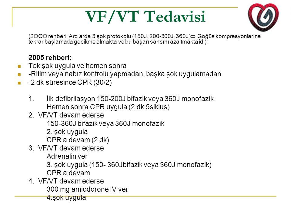 VF/VT Tedavisi (2OOO rehberi: Ard arda 3 şok protokolu (150J, 200-300J, 360J)  Göğüs kompresyonlarına tekrar başlamada gecikme olmakta ve bu başarı s