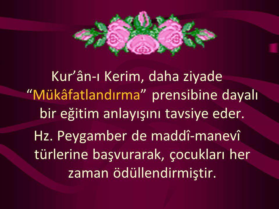 """Kur'ân-ı Kerim, daha ziyade """"Mükâfatlandırma"""" prensibine dayalı bir eğitim anlayışını tavsiye eder. Hz. Peygamber de maddî-manevî türlerine başvurarak"""