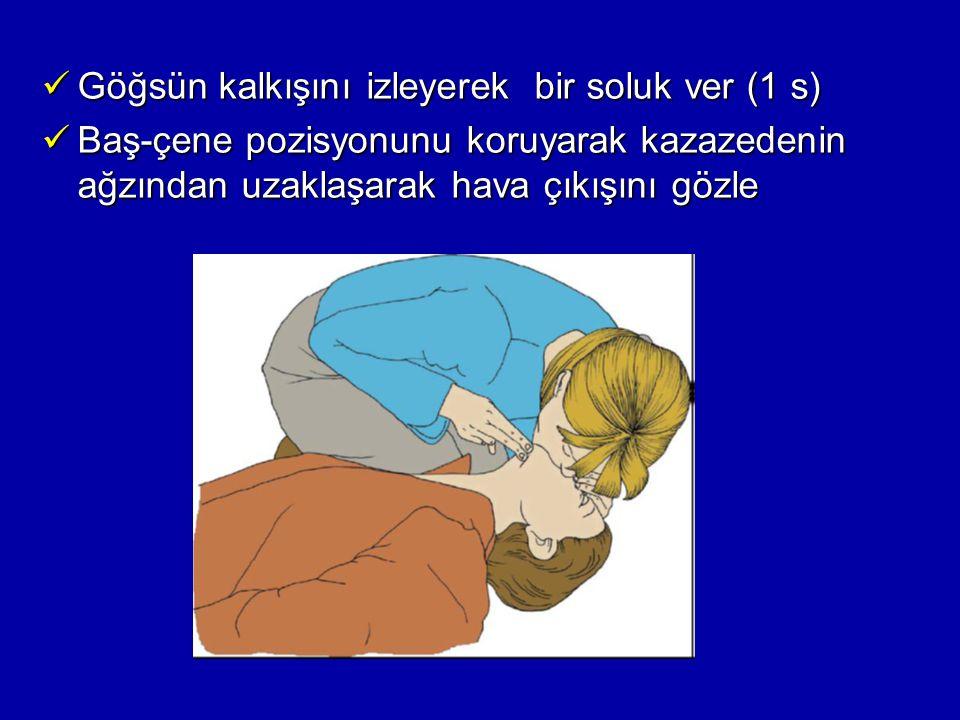 Göğsün kalkışını izleyerek bir soluk ver (1 s) Göğsün kalkışını izleyerek bir soluk ver (1 s) Baş-çene pozisyonunu koruyarak kazazedenin ağzından uzak