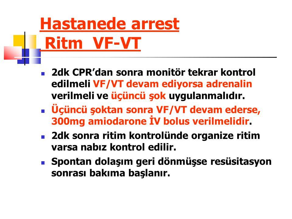 Hastanede arrest Ritm VF-VT 2dk CPR'dan sonra monitör tekrar kontrol edilmeli VF/VT devam ediyorsa adrenalin verilmeli ve üçüncü şok uygulanmalıdır.