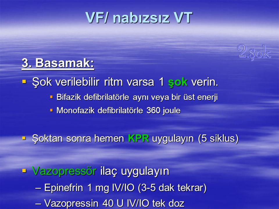 VF/ nabızsız VT 3. Basamak:  Şok verilebilir ritm varsa 1 şok verin.  Bifazik defibrilatörle aynı veya bir üst enerji  Monofazik defibrilatörle 360