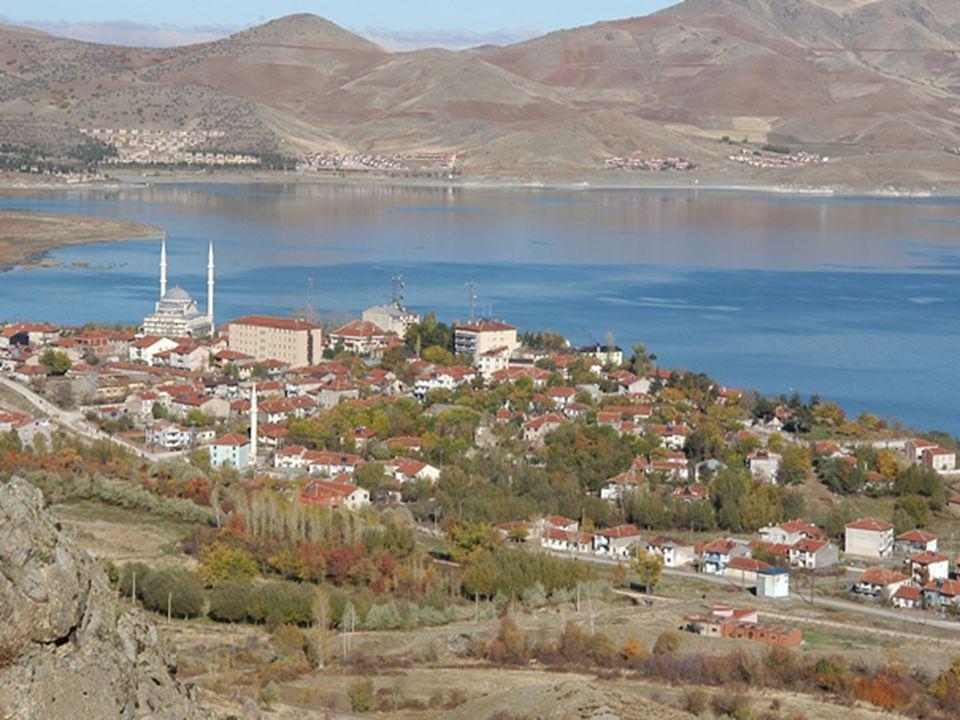 Hazar Gölü Güney Sahil Yolu'nun asfaltlanmasının programda olduğu ifade edilmesine rağmen gerçekleştirilememiş ancak konu yakın takibe alınmıştır.