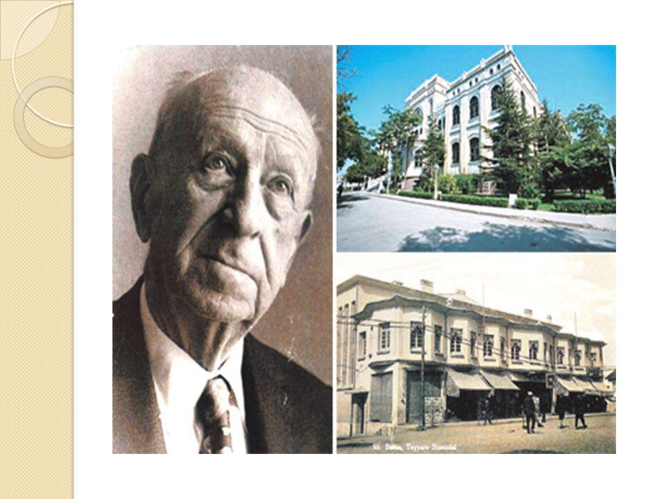 Ahmet Arif Hikmet Koyunoğlu (d.1888 İstanbul- ö.1982, İstanbul) Türk mimar ve fotoğraf sanatçısı.