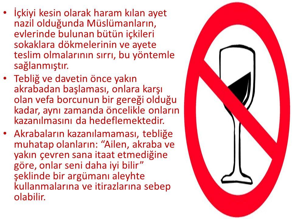 İçkiyi kesin olarak haram kılan ayet nazil olduğunda Müslümanların, evlerinde bulunan bütün içkileri sokaklara dökmelerinin ve ayete teslim olmalarını