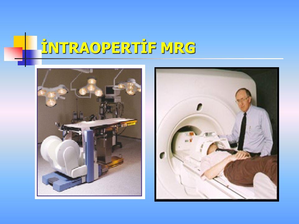MR GÖRÜNTÜLEME Yöntemde iyonizan radyasyonun kullanılmayışı, diğer görüntüleme tekniklerine göre büyük bir üstünlük sağlamaktadır Kullanılan magnetik alanın ve radyofrekansların bugüne kadar zararlı biyolojik etkileri saptanmamıştır