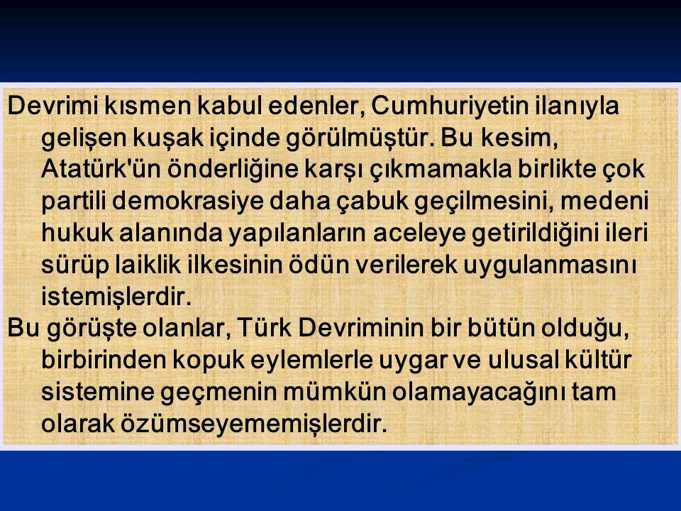 Devrimi kısmen kabul edenler, Cumhuriyetin ilanıyla gelişen kuşak içinde görülmüştür. Bu kesim, Atatürk'ün önderliğine karşı çıkmamakla birlikte çok p