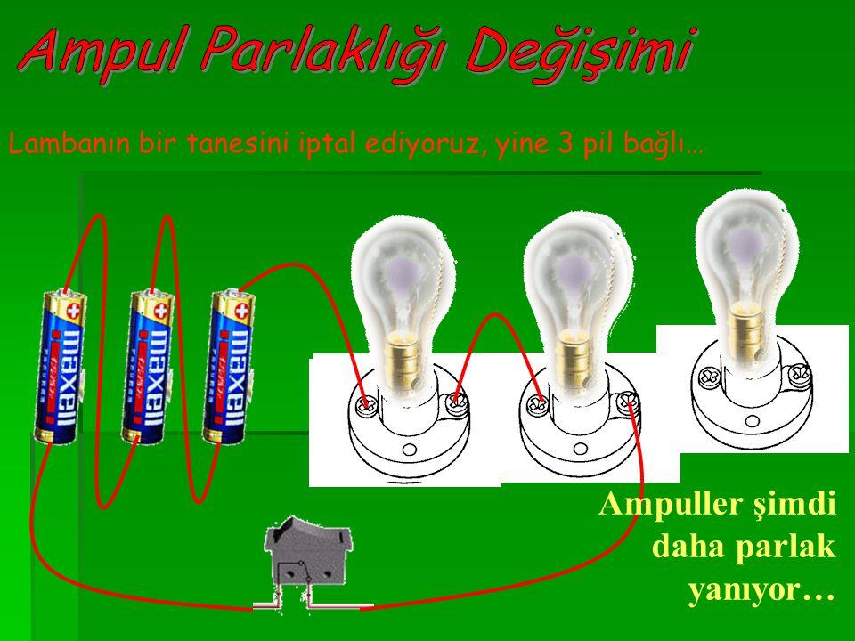 Lambanın bir tanesini daha iptal ediyoruz, şimdi 1 lamba ve yine 3 pil bağlı… Ampul 3 pili de kullanıyor ve en parlak halinde yanıyor…