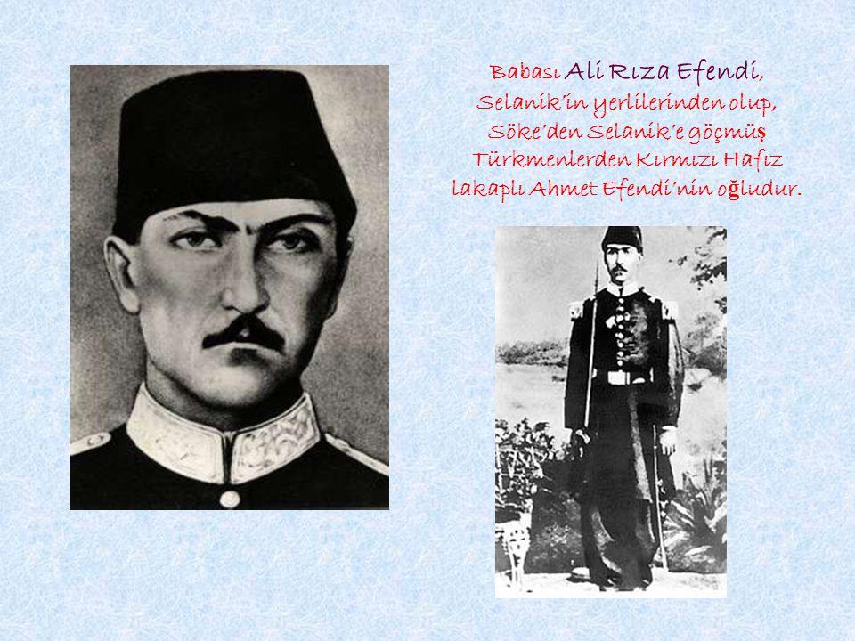 Babası Ali Rıza Efendi, Selanik'in yerlilerinden olup, Söke'den Selanik'e göçmü ş Türkmenlerden Kırmızı Hafız lakaplı Ahmet Efendi'nin o ğ ludur.