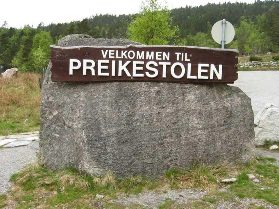 Bu kayanın ismi Preikestolen. Türkçe si kaya kürsüsü.