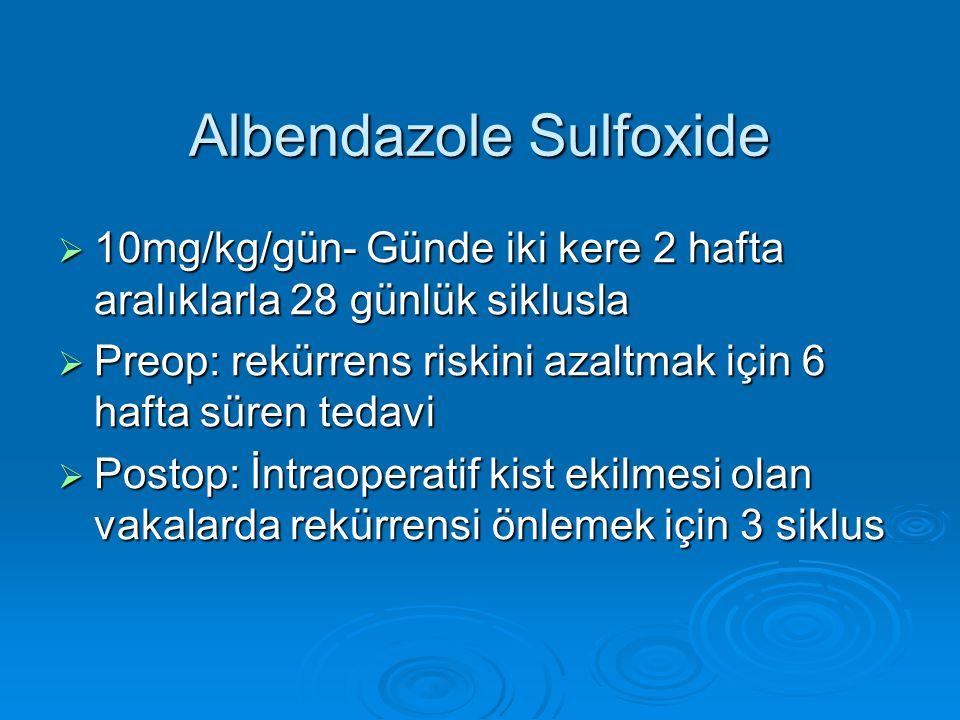 Albendazole Sulfoxide  10mg/kg/gün- Günde iki kere 2 hafta aralıklarla 28 günlük siklusla  Preop: rekürrens riskini azaltmak için 6 hafta süren teda