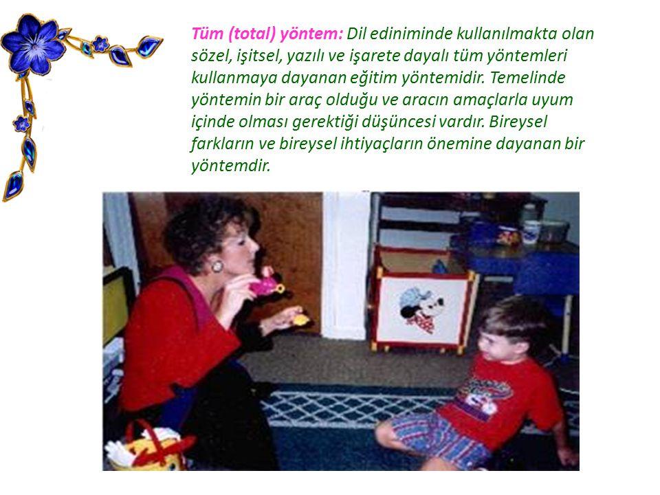 Tüm (total) yöntem: Dil ediniminde kullanılmakta olan sözel, işitsel, yazılı ve işarete dayalı tüm yöntemleri kullanmaya dayanan eğitim yöntemidir. Te