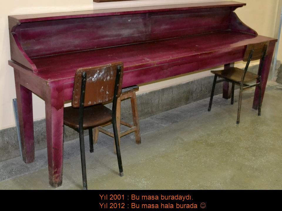 Yıl 2001 : Bu masa buradaydı. Yıl 2012 : Bu masa hala burada