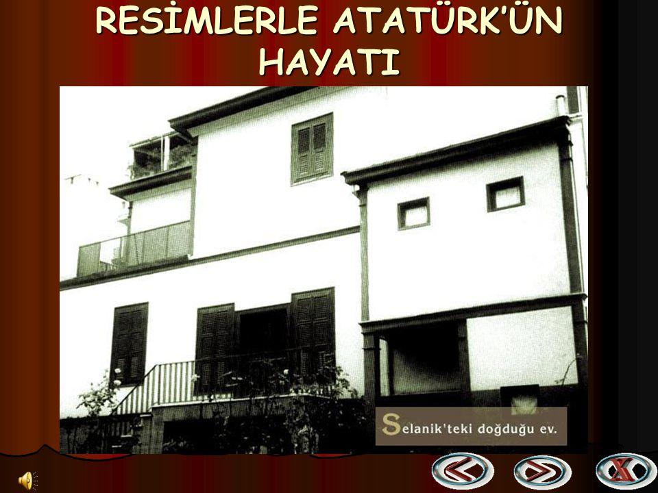 Atatürk Mersin'de kendisini karşılayanlar arasındaki Cumhuriyetin gelecekteki sahipleri ile birlikte (17 Mart 1923) Atatürk Mersin'de kendisini karşılayanlar arasındaki Cumhuriyetin gelecekteki sahipleri ile birlikte (17 Mart 1923)