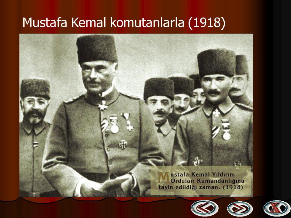Genel Kumandan Atatürk Bitlis dışında bir askeri birliği denetlerken (1916) Genel Kumandan Atatürk Bitlis dışında bir askeri birliği denetlerken (1916