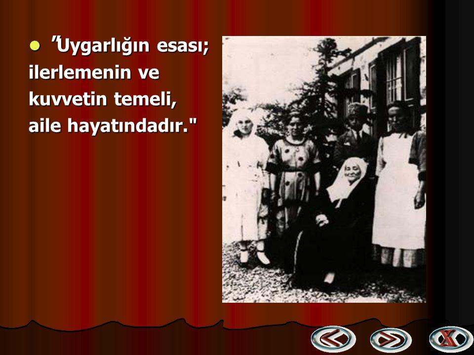 İhtiyar bir Türk kadınının büyük bir saygı ile elini öpmesi (26 Ocak 1923) İhtiyar bir Türk kadınının büyük bir saygı ile elini öpmesi (26 Ocak 1923)