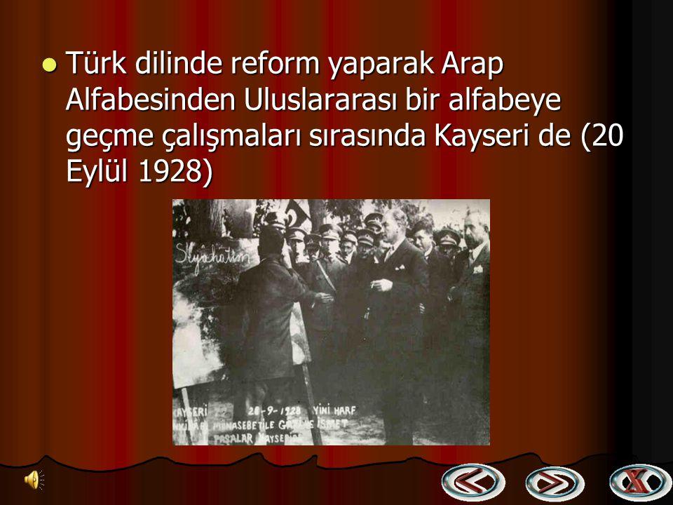 Atatürk Ankara Hukuk Mektebinin açılış töreninde öğretim üyeleri ve öğrencileriyle (5 Kasım 1925) Atatürk Ankara Hukuk Mektebinin açılış töreninde öğr