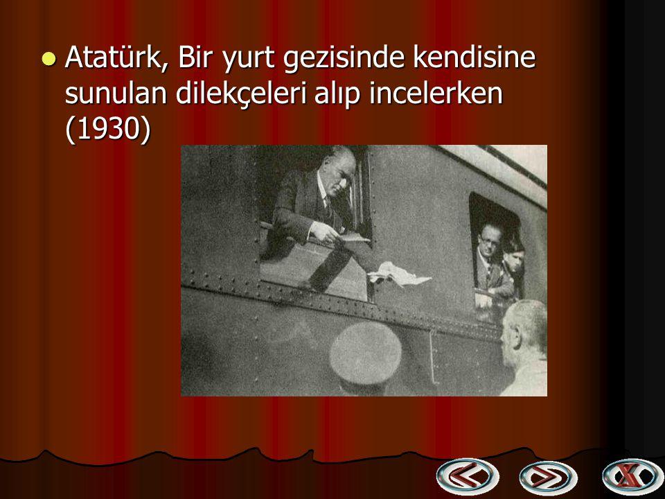 Edirne İlkokulu öğretmenleri ve öğrencileri ile birlikte (24 Aralık 1930) Edirne İlkokulu öğretmenleri ve öğrencileri ile birlikte (24 Aralık 1930)