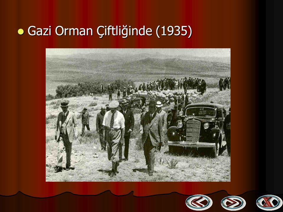 Dünyada ilk çocuk bayramını tesis eden Atatürk, çocuklarla Dünyada ilk çocuk bayramını tesis eden Atatürk, çocuklarla birlikte (1935) birlikte (1935)