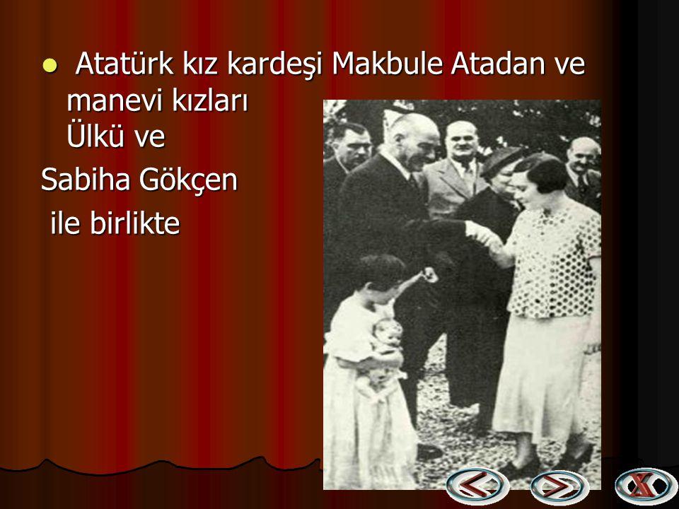 Cumhurbaşkanı Atatürk, küçük Ülkü ile Ege Vapuru'nda, Trabzon'a giderken (1937) Cumhurbaşkanı Atatürk, küçük Ülkü ile Ege Vapuru'nda, Trabzon'a giderk