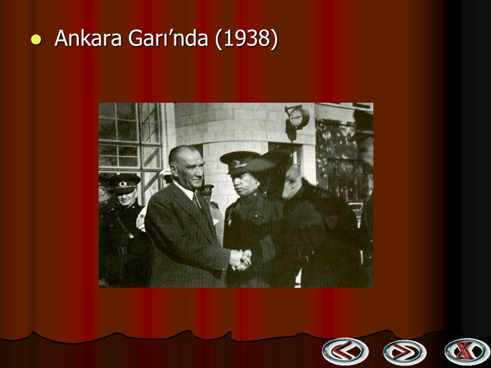 Adana Kız Enstitüsünde tarih dersinde (19 Kasım 1937) Adana Kız Enstitüsünde tarih dersinde (19 Kasım 1937)