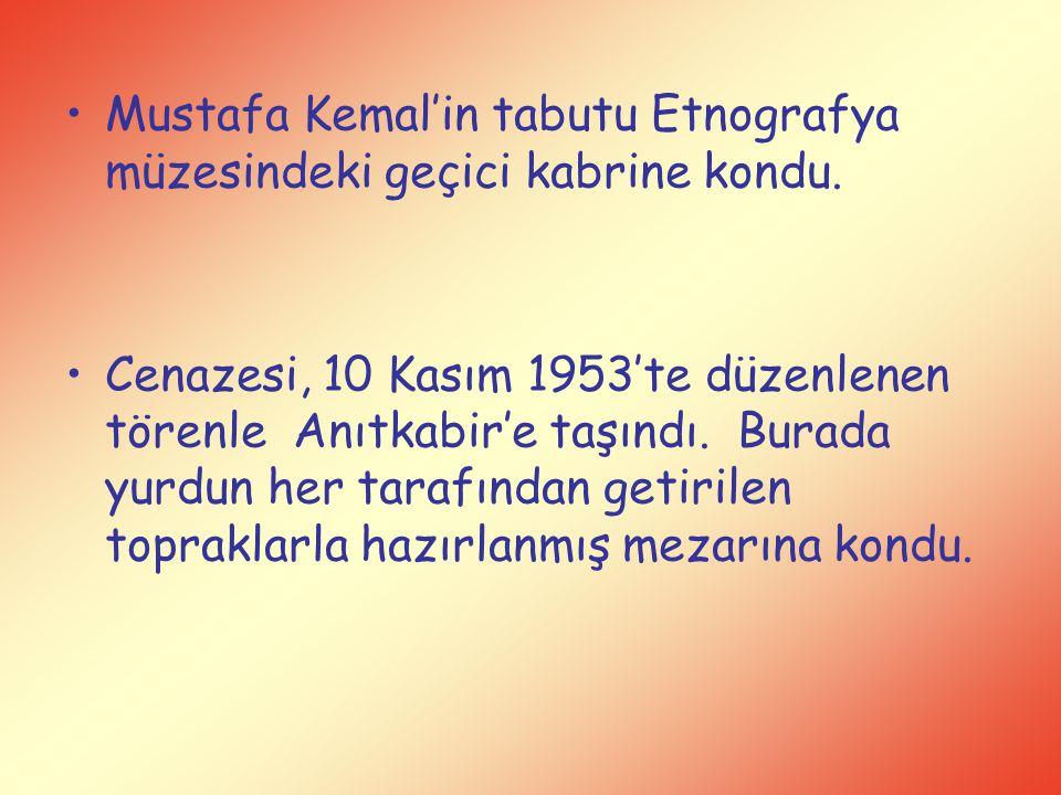 Mustafa Kemal'in tabutu Etnografya müzesindeki geçici kabrine kondu. Cenazesi, 10 Kasım 1953'te düzenlenen törenle Anıtkabir'e taşındı. Burada yurdun