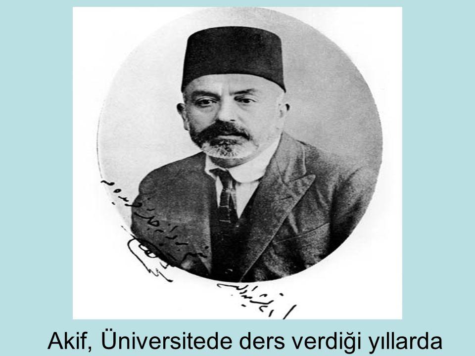 Akif, Üniversitede ders verdiği yıllarda