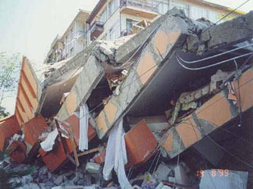 AĞIR HASAR Duvarlarda büyük çatlakların meydana gelmesi ve bacaların yıkılmasıyla tanımlanır.