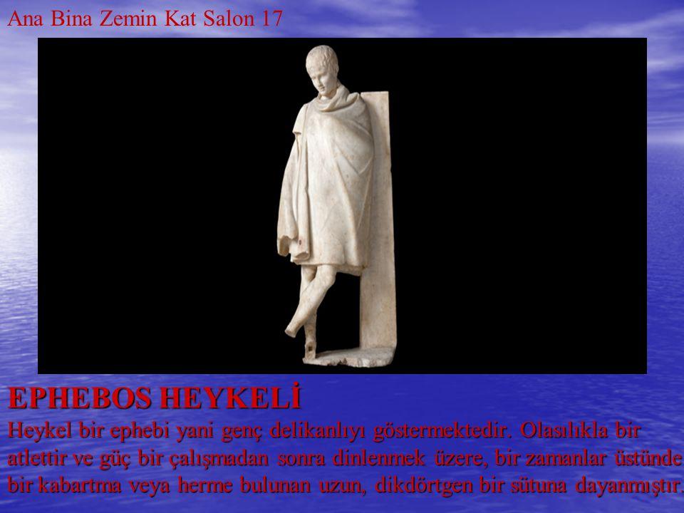 EPHEBOS HEYKELİ Heykel bir ephebi yani genç delikanlıyı göstermektedir. Olasılıkla bir atlettir ve güç bir çalışmadan sonra dinlenmek üzere, bir zaman