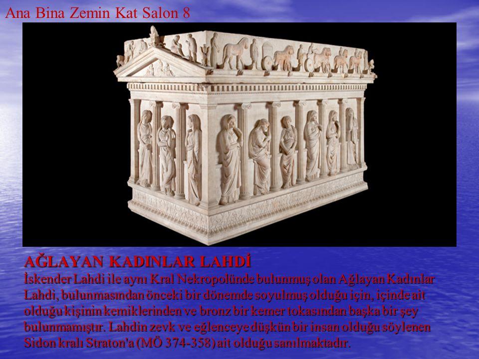 AĞLAYAN KADINLAR LAHDİ İskender Lahdi ile aynı Kral Nekropolünde bulunmuş olan Ağlayan Kadınlar Lahdi, bulunmasından önceki bir dönemde soyulmuş olduğ