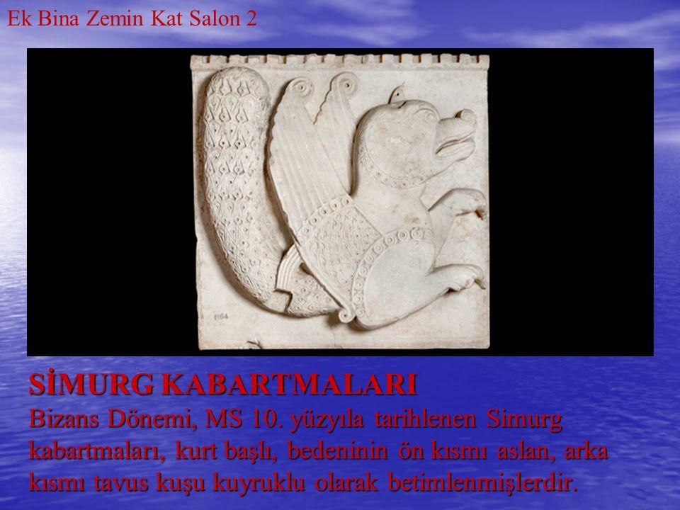 SİMURG KABARTMALARI Bizans Dönemi, MS 10. yüzyıla tarihlenen Simurg kabartmaları, kurt başlı, bedeninin ön kısmı aslan, arka kısmı tavus kuşu kuyruklu