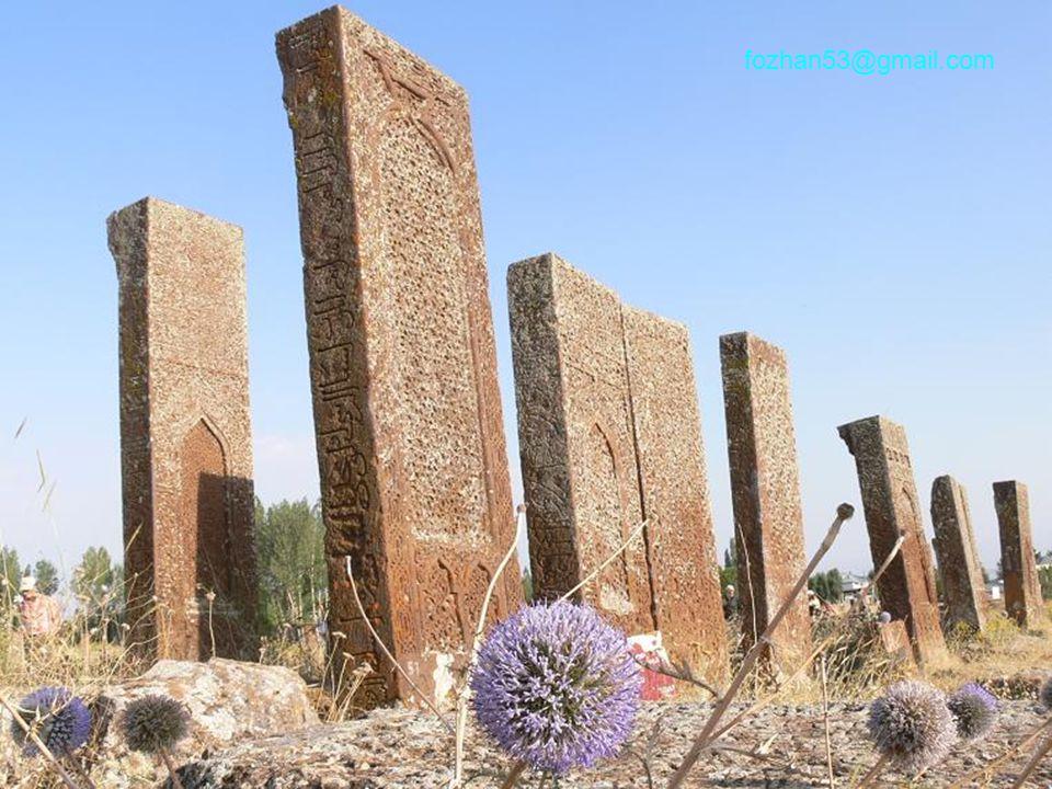 Yaklaşık 250 dönümlük bir mezarlık arazisi.Anadoludaki en eski ve büyüklerinden biri.