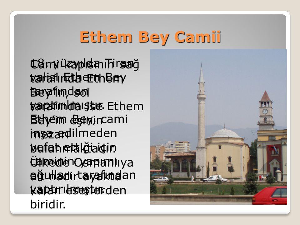 Venedik Osmanlı Çeşmesi Aç Besmeleye iç suyu Han Ahmed e eyle dua Ebced hesabina göre bu kitabe Hicri 1141 (Miladi 1728) tarihini göstermektedir.