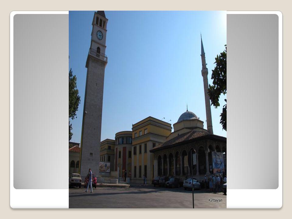 Alaca Camii Alaca Camii 1438 yılında İshak Bey tarafından yapılmıştır.