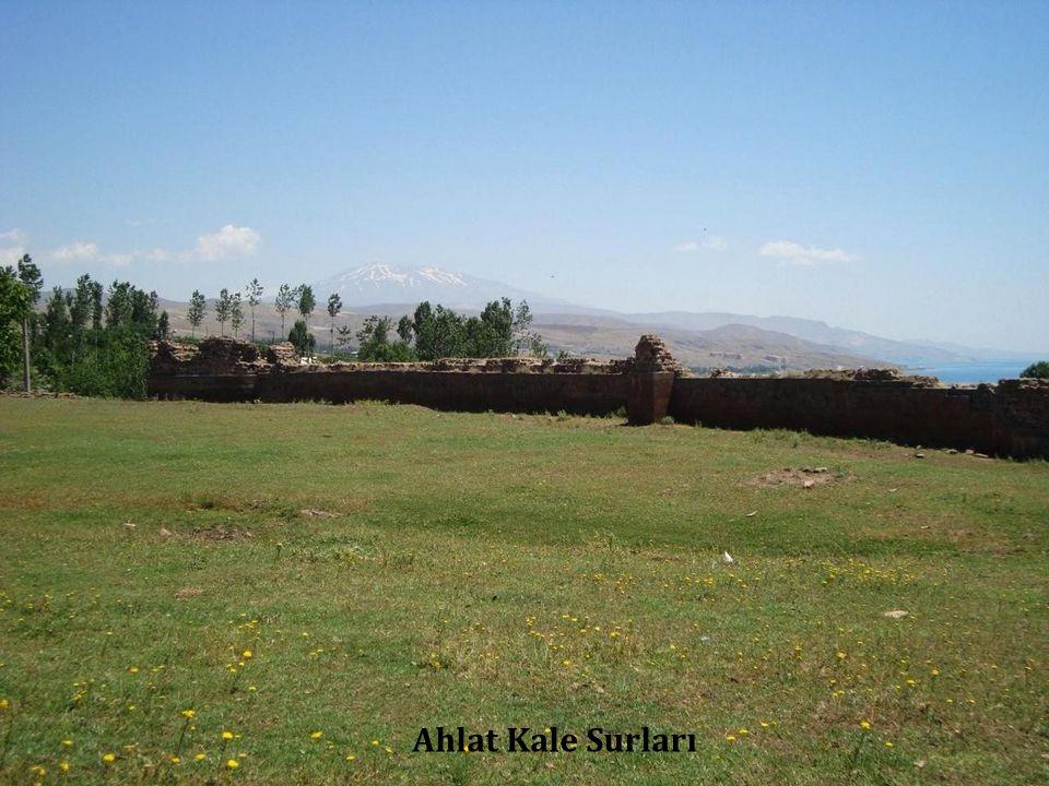 Ahlat Kale Surları