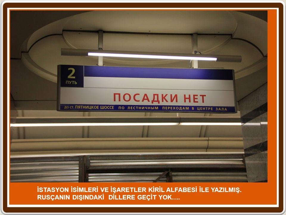Moskova'nın bir başka güzelliği de Metro ağıdır. Tam 12 hat ile Moskova'nın altı oyulmuş. Dairesel bir hat ile diğer 12 hat kesilmiş ve her hat böylec