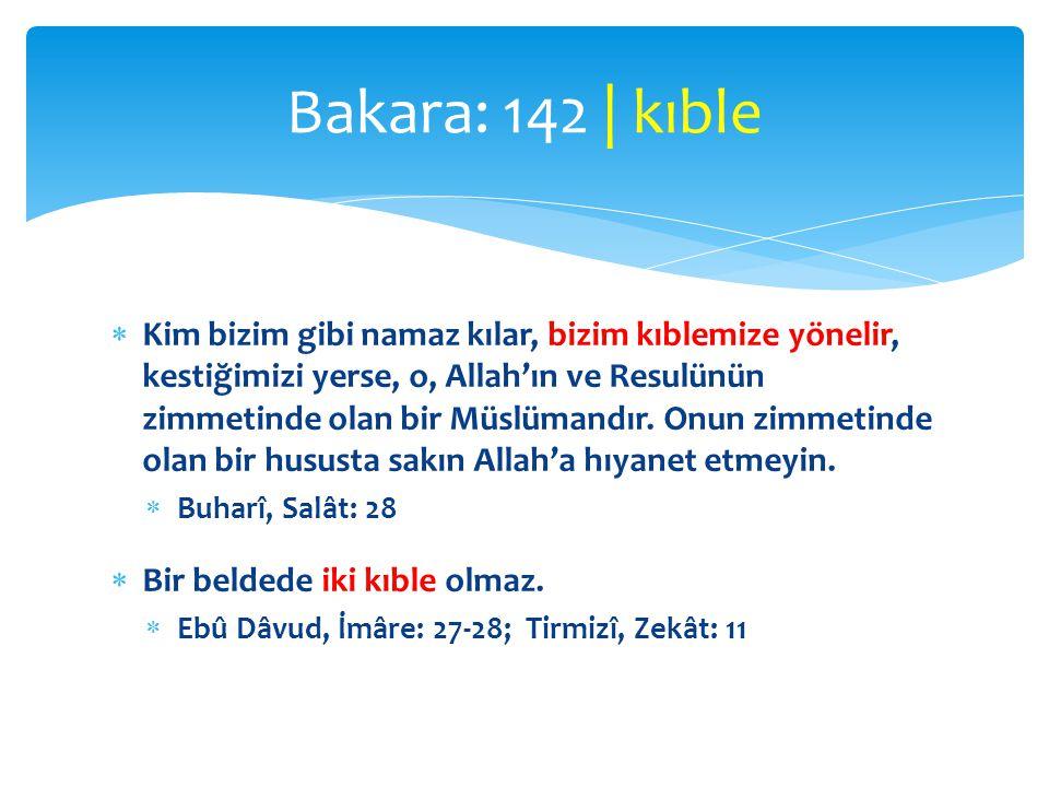  Kim bizim gibi namaz kılar, bizim kıblemize yönelir, kestiğimizi yerse, o, Allah'ın ve Resulünün zimmetinde olan bir Müslümandır. Onun zimmetinde ol