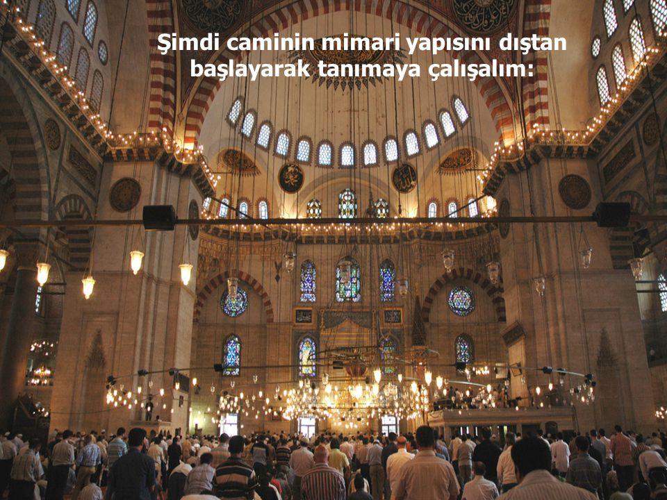 """Camide namaz kıldıran din görevlisine """"İmam"""" arkasından ona uyarak namaz kılanlara da """"Cemaat"""" denir."""