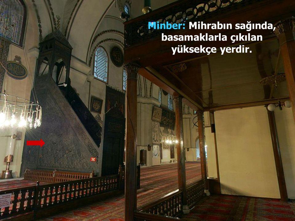 Camilerde mihrab, kabe yönünü de gösterir. Duvarda yarım ay şeklinde bir oyuk ve girintili bir yerdir. İmam, mihrabın önünde durarak arkasında sıra ol