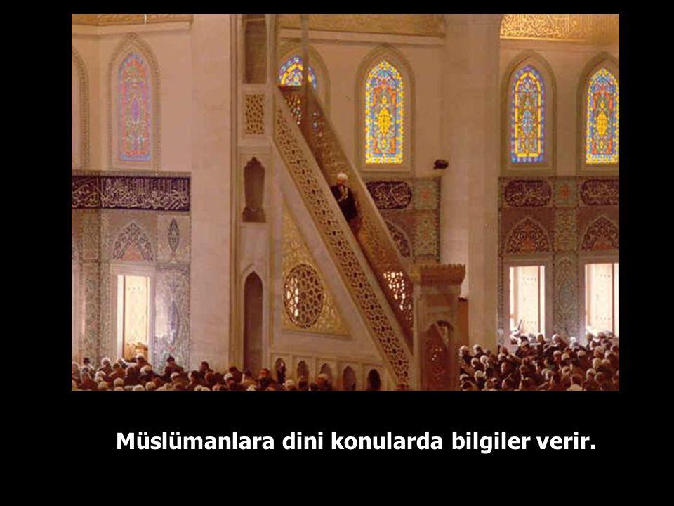 Hutbede imam, Allah'a hamd ve şükreder, salavatlar getirir, dualar eder,…