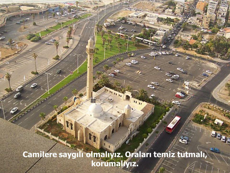 Ayrıca camiler, toplumsal yardımlaşmanın da gösterildiği yerlerdir.