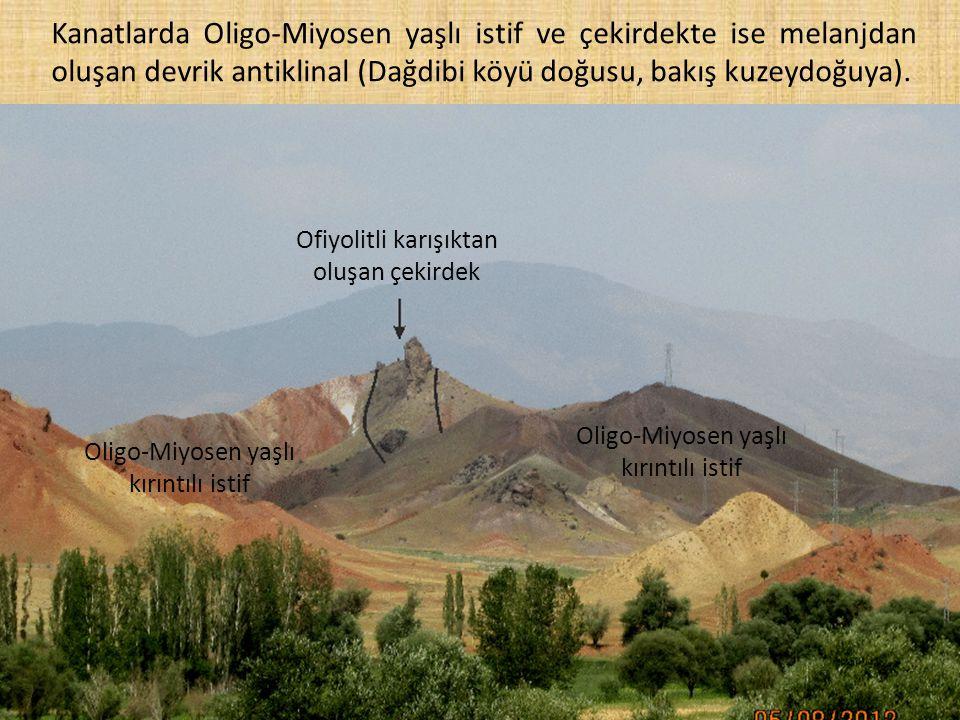 Kanatlarda Oligo-Miyosen yaşlı istif ve çekirdekte ise melanjdan oluşan devrik antiklinal (Dağdibi köyü doğusu, bakış kuzeydoğuya). Ofiyolitli karışık