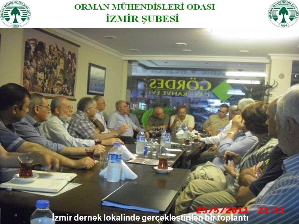 İzmir dernek lokalinde gerçekleştirilen bir toplantı