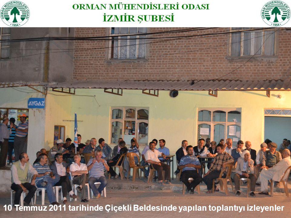 10 Temmuz 2011 tarihinde Çiçekli Beldesinde yapılan toplantıyı izleyenler