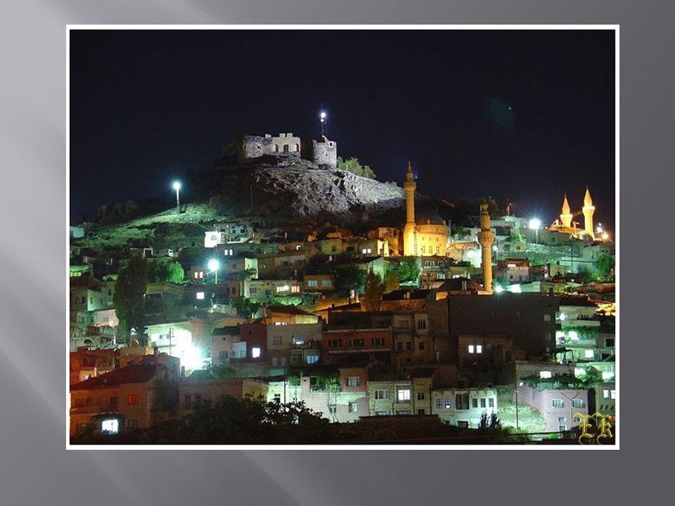  Nevşehir, İç Anadolu Bölgesi'nde 38 19′ ve 39 24′ enlemleri ile 34 15′ ve 35 15′ Doğu boylamları arasında bulunmaktadır.