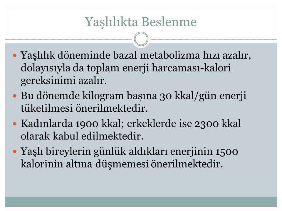 Yaşlılıkta Beslenme Yaşlılık döneminde bazal metabolizma hızı azalır, dolayısıyla da toplam enerji harcaması-kalori gereksinimi azalır. Bu dönemde kil