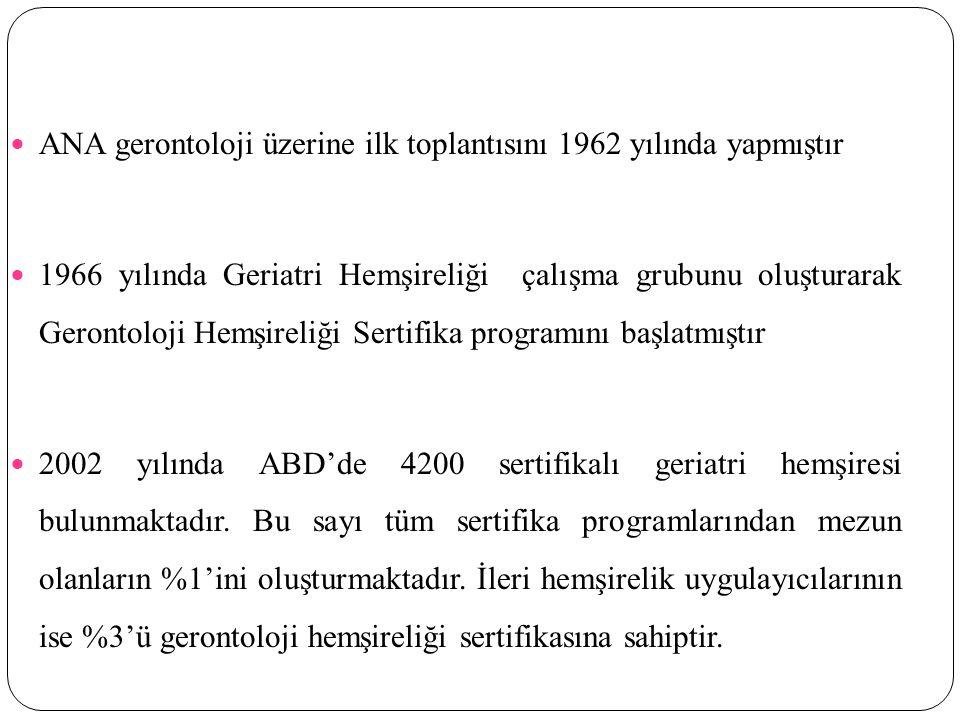 ANA gerontoloji üzerine ilk toplantısını 1962 yılında yapmıştır 1966 yılında Geriatri Hemşireliği çalışma grubunu oluşturarak Gerontoloji Hemşireliği Sertifika programını başlatmıştır 2002 yılında ABD'de 4200 sertifikalı geriatri hemşiresi bulunmaktadır.