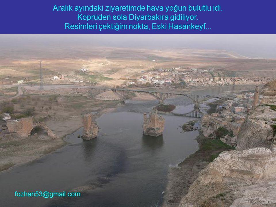 Aralık ayındaki ziyaretimde hava yoğun bulutlu idi. Köprüden sola Diyarbakıra gidiliyor. Resimleri çektiğim nokta, Eski Hasankeyf... fozhan53@gmail.co
