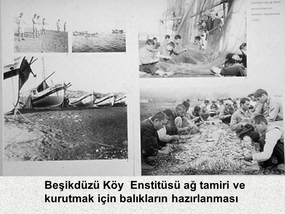 Cumhurbaşkanı İsmet İnönü Kayseri Pazarören Köy Enstitüsü'nü ziyaretinde öğretmen ve öğrencilerle (2 Ağustos 1942)