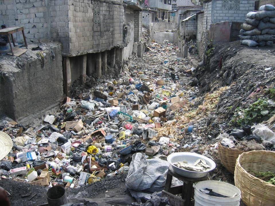 ÜNİTE İÇİ TAŞIMA ( Devam ) Evsel atıklar geçici depolama ünitesine evsel atık konteynerleri vasıtası ile taşınmalı